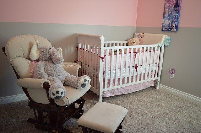 růžovošedý pokoj