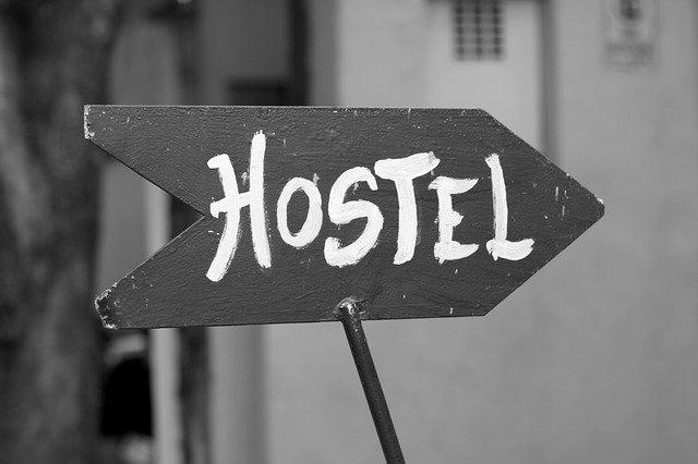 ukazatel na hostel