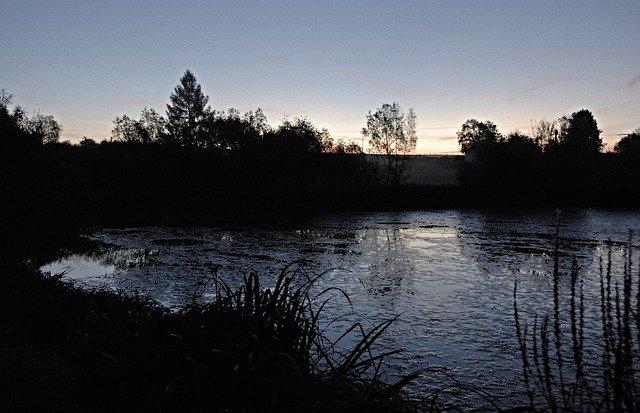 rybník při svítání