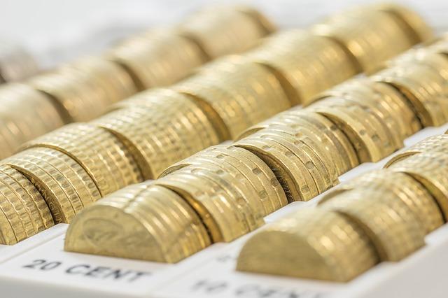 zlaté mince v řadách