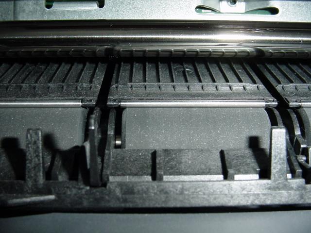 detailní pohled na podavač tiskárny.jpg