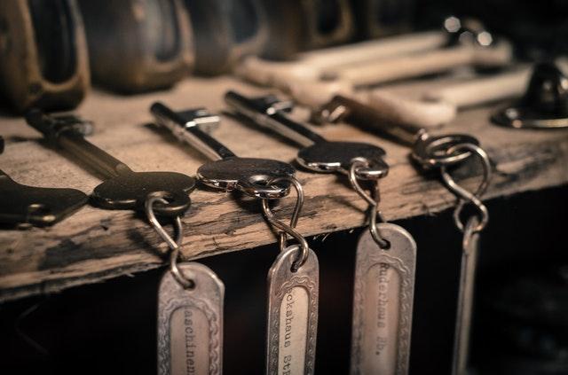 staré klíče od bytu