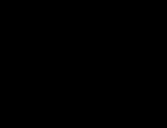 silueta skákajícího chlapce