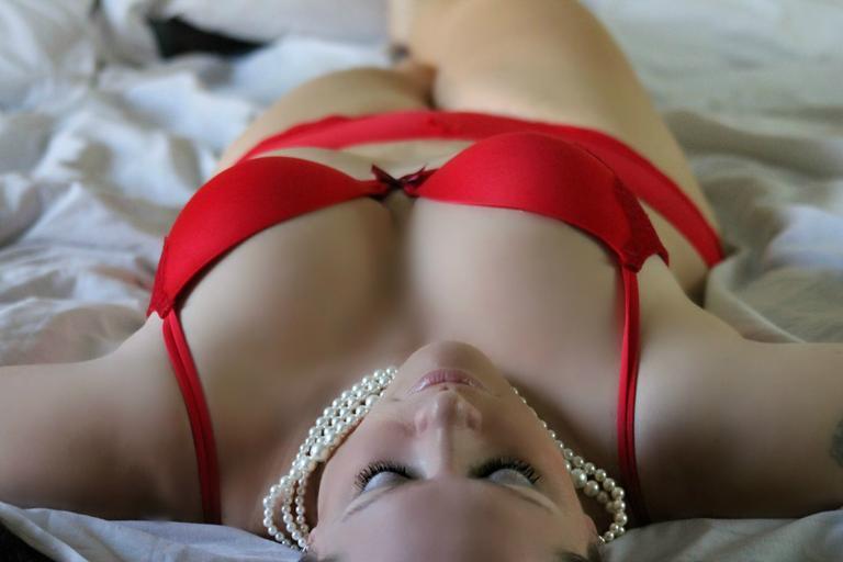 žena v posteli.jpg